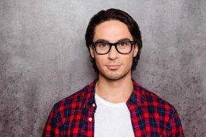 glasses young man plaid shirt | Exámenes De La Vista Y Optometrista En La Junta, Y En Lamar, CO